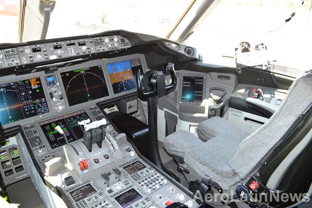 Piloto aprieta botón por error y surge pánico en aeropuerto de Delhi