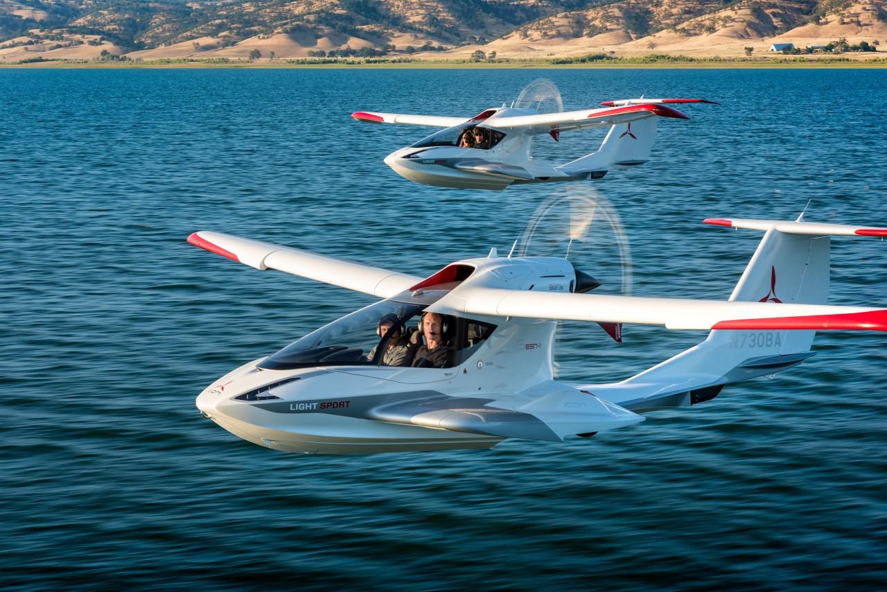 Hacen pruebas de avión anfibio y portátil que puede plegar sus alas