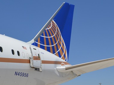 Beneficios semestrales de United Continental bajan un 47 %