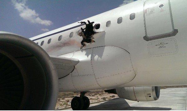 Explosión deja un agujero en avión en África