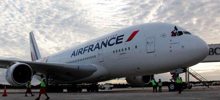 Pasajera golpea a personal de mostrador de la aerolínea Air France