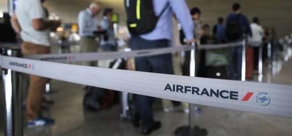 Aerolínea se suma al paro por ley laboral en Francia