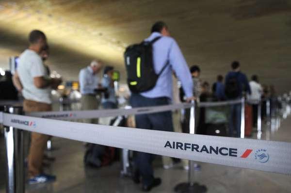 Air France cancelará mañana el 30 % de sus vuelos por la huelga
