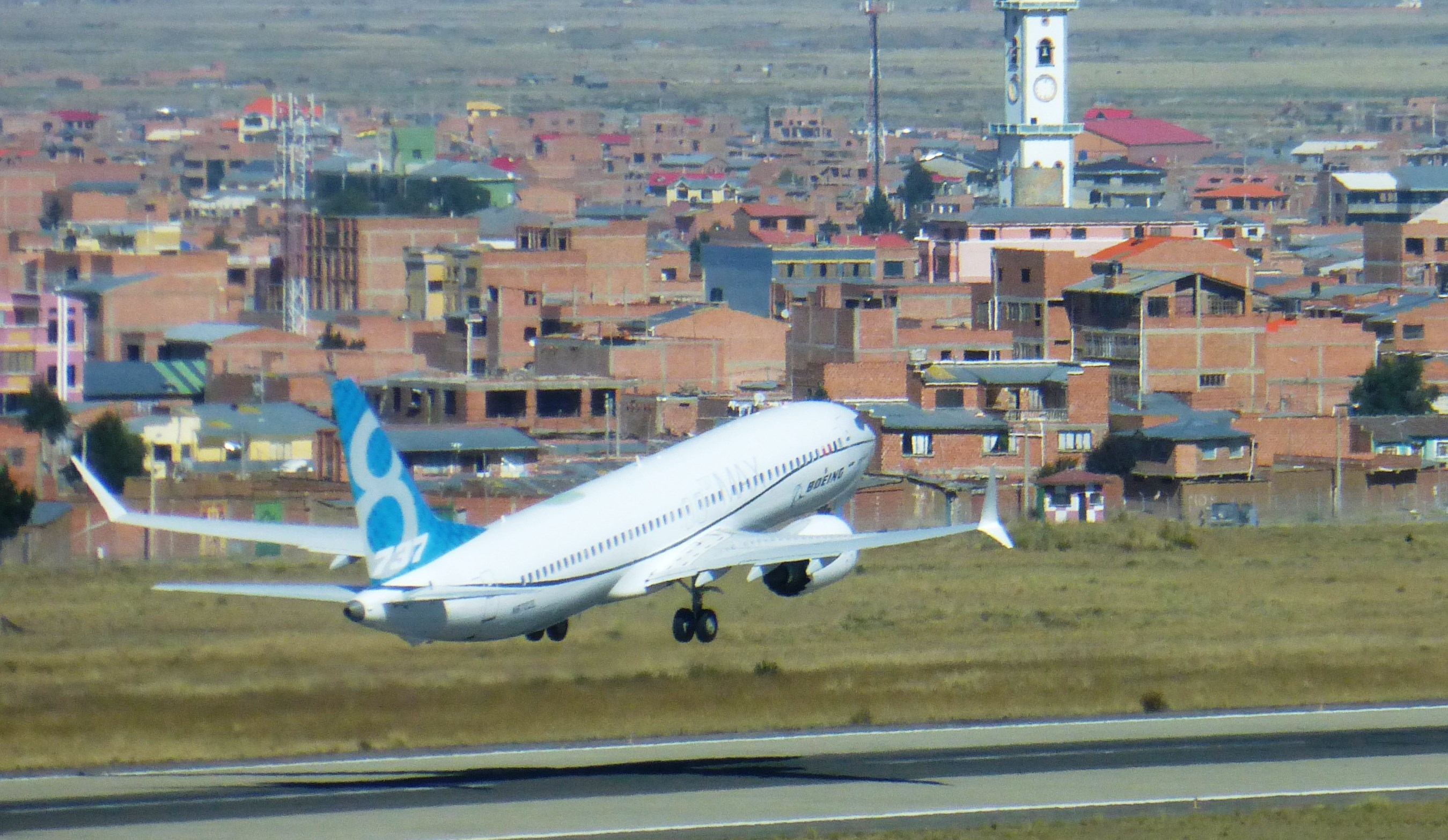 Avión 737 MAX 8 realiza primer vuelo internacional