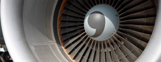 Ordenan revisión de motores tras explosión en avión de EEUU