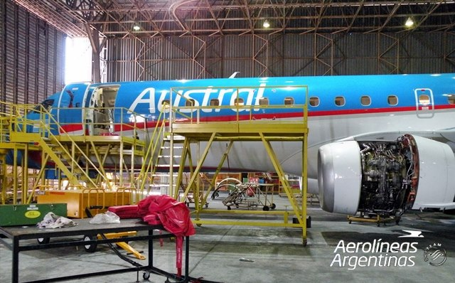 Isela Costantini acordó con los técnicos aeronáuticos revisar los aviones Embraer en la Argentina