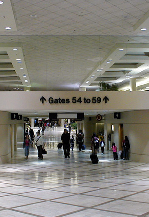 Inauguran conexión vital para el Aeropuerto de L.A.