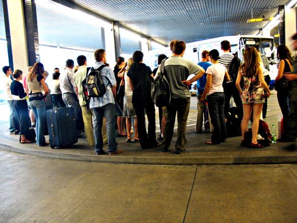 pasajeros-espera-aeropuerto