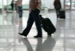 pasajero-maleta-aeropuerto