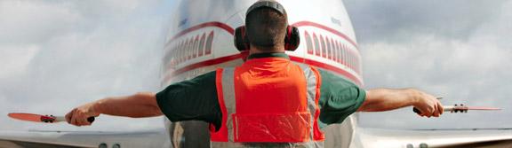 'Flanelinha' de avião está com os dias contados no aeroporto de Guarulhos