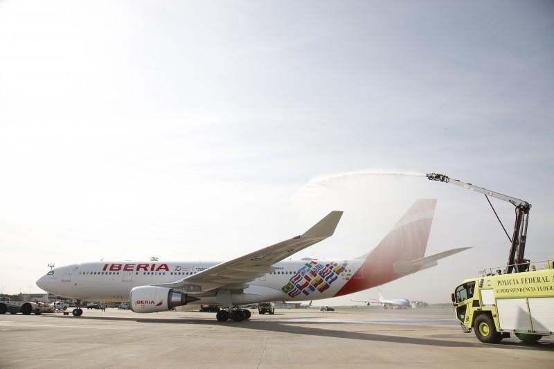 Iberia conmemora su primer vuelo a Latinoamérica con su avión Buenos Aires