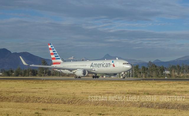 Susto con equipo de carga en American Airlines