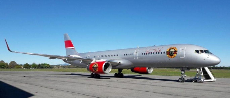 Guns N'Roses viaja de avião personalizado pelo mundo; veja