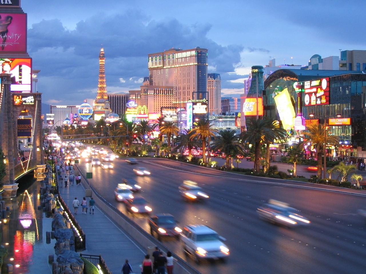 Anuncian plan para revertir caída del turismo en EEUU