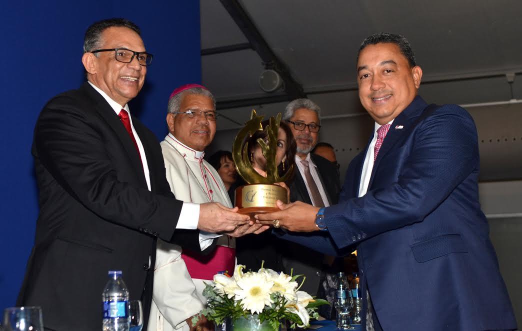 RD: El IDAC es la institución ganadora del Gran Premio Nacional a la Calidad de 2016