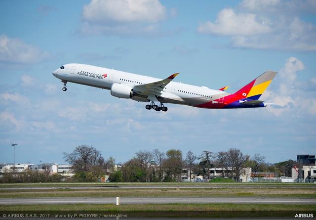 Asiana Airlines apuesta por captar más carga en su ruta Barcelona-Seúl
