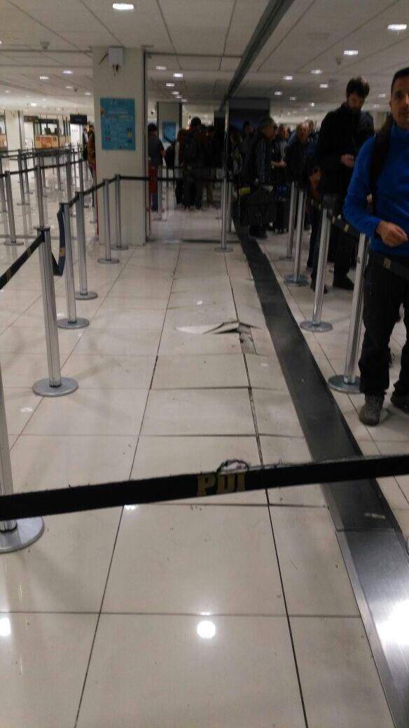 Chile:  Aeropuerto de Santiago sufre daños en el piso y techo por el fuerte sismo