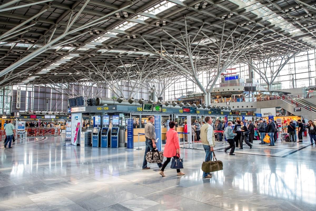 El auto-servicio de depósito de equipaje rápido llegó al aeropuerto de Stuttgart