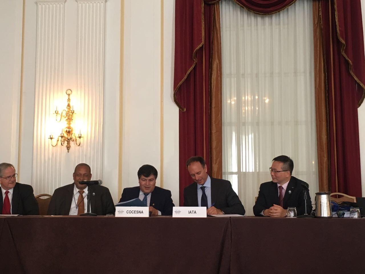 IATA y COCESNA firman importante acuerdo para mejorar seguridad operacional de cielos centroamericanos