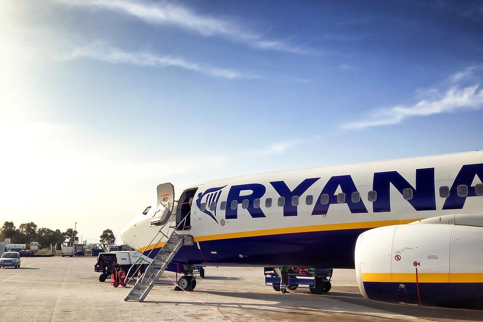 El cobro por maletas y la elección de asientos elevaron los ingresos de Ryanair un 28%
