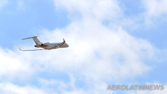 Pastor pide 54 millones de dólares a sus fieles para comprarse un jet privado
