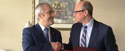 Chile da un nuevo paso para seguir potenciando el sector aéreo y firma nueve acuerdos de Cielos Abiertos