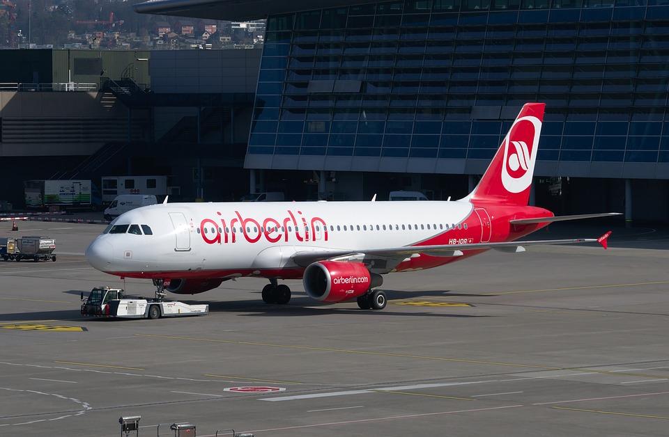 La CE aprueba «sin condiciones» la compra de parte de airberlin por easyJet