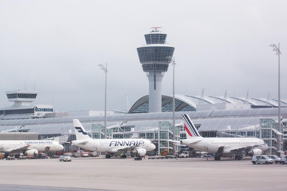 Amadeus se anticipa a las colas en los aeropuertos