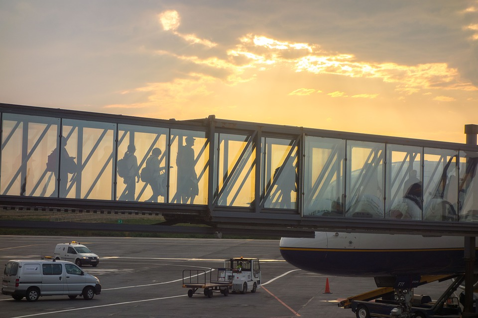 Hartung pede a ministro para travar privatização do aeroporto de Vitória