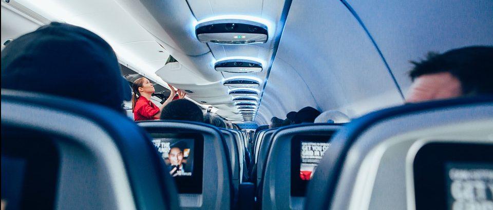 México estudia permitir a comisarios aéreos de EU usar 'tasers' en vuelos comerciales