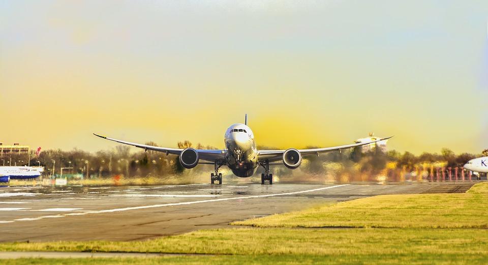 2.7 billones de dólares en riesgo, por falta de pistas para aviones: IATA