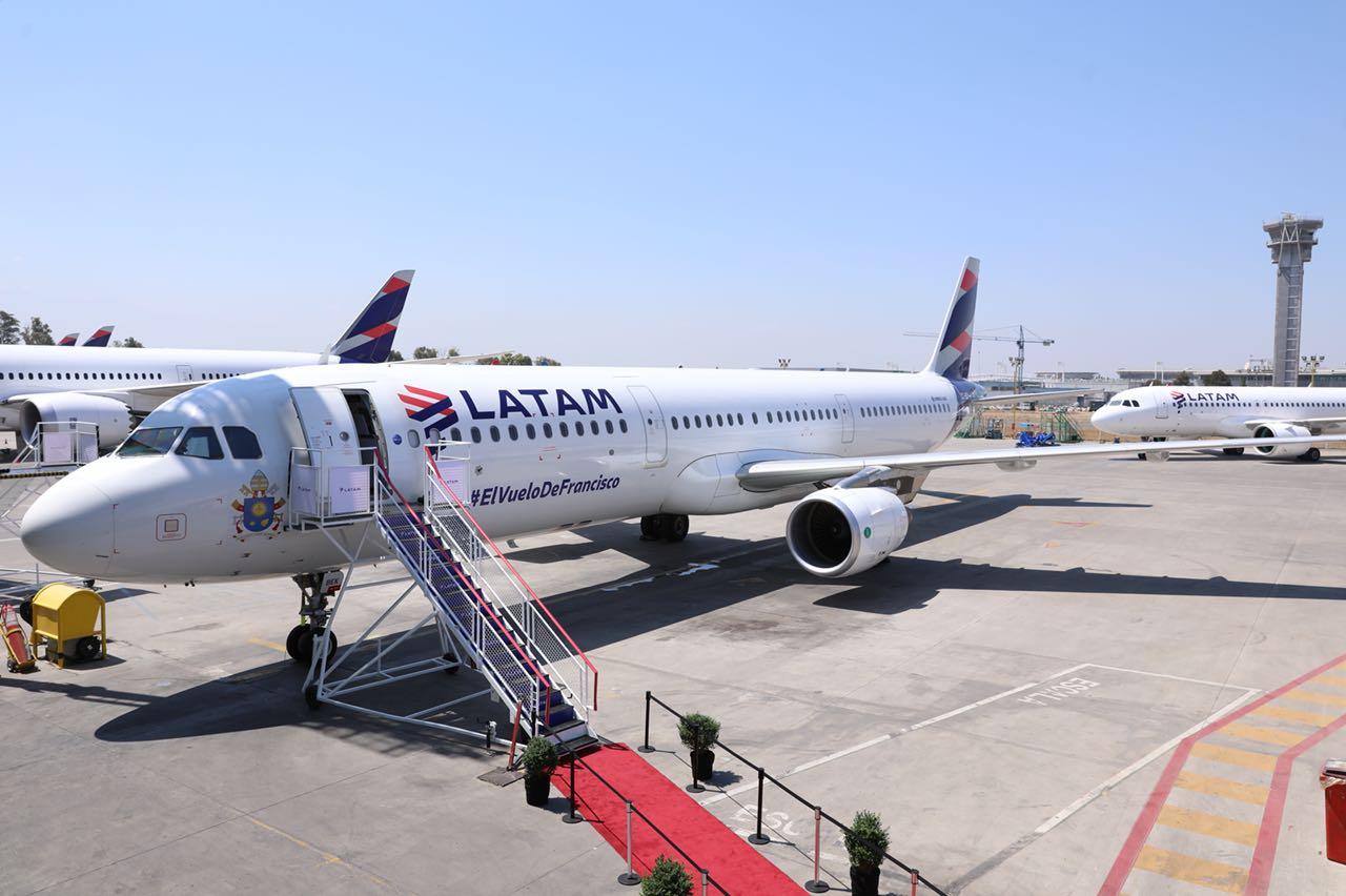 LATAM presentó avión oficial que trasladará al Papa Francisco por Chile y entregó detalles del servicio a bordo