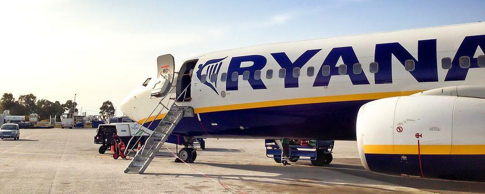 Ryanair se desploma y arrastra a las aerolíneas tras su 'profit warning' por el petroleo y las huelgas