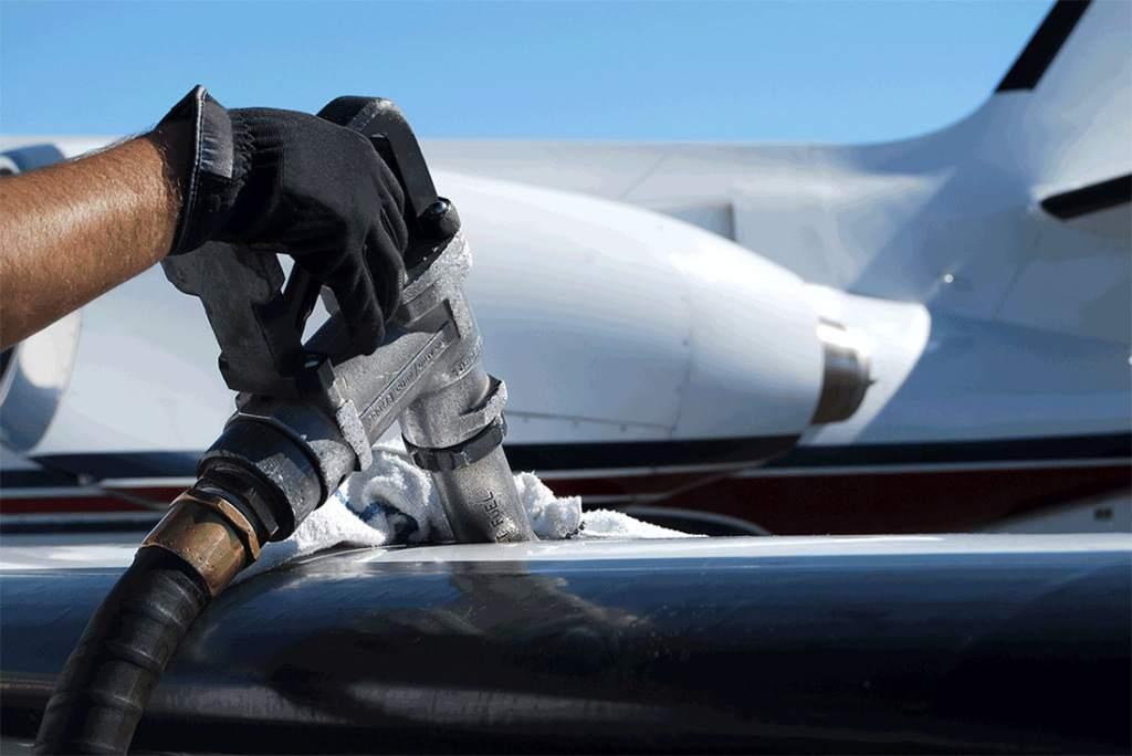Aerolíneas toman con cautela los vaivenes en el precio del petróleo