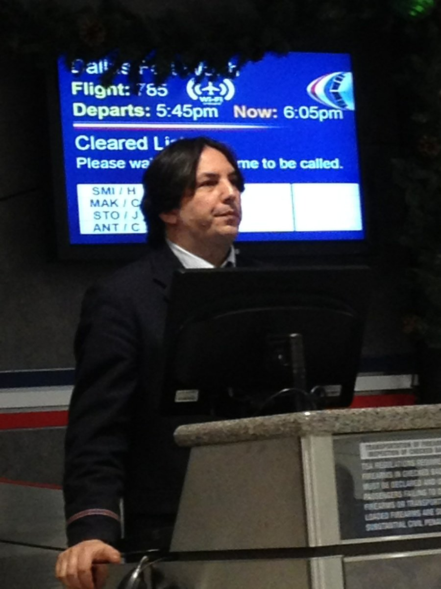 ¡Le cambiaron el final a Harry Potter! Snape no murió, ahora trabaja en un aeropuerto
