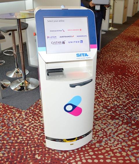 SITA apoya a pasajeros ahora con nuevo robot KATE para Check-in: se mueve hasta donde estás