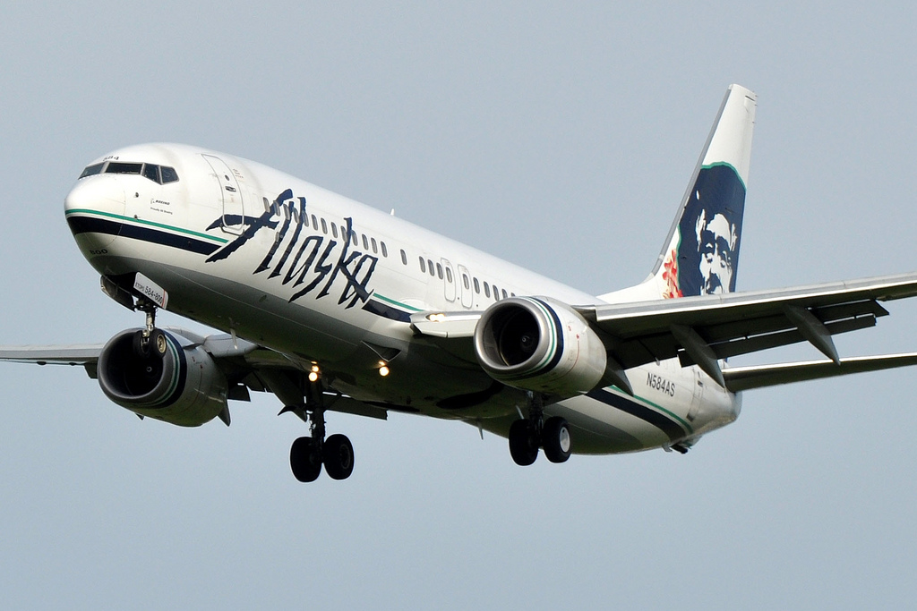Alaska Airlines makes bigger play for Los Angeles with 8 new routes from LAX
