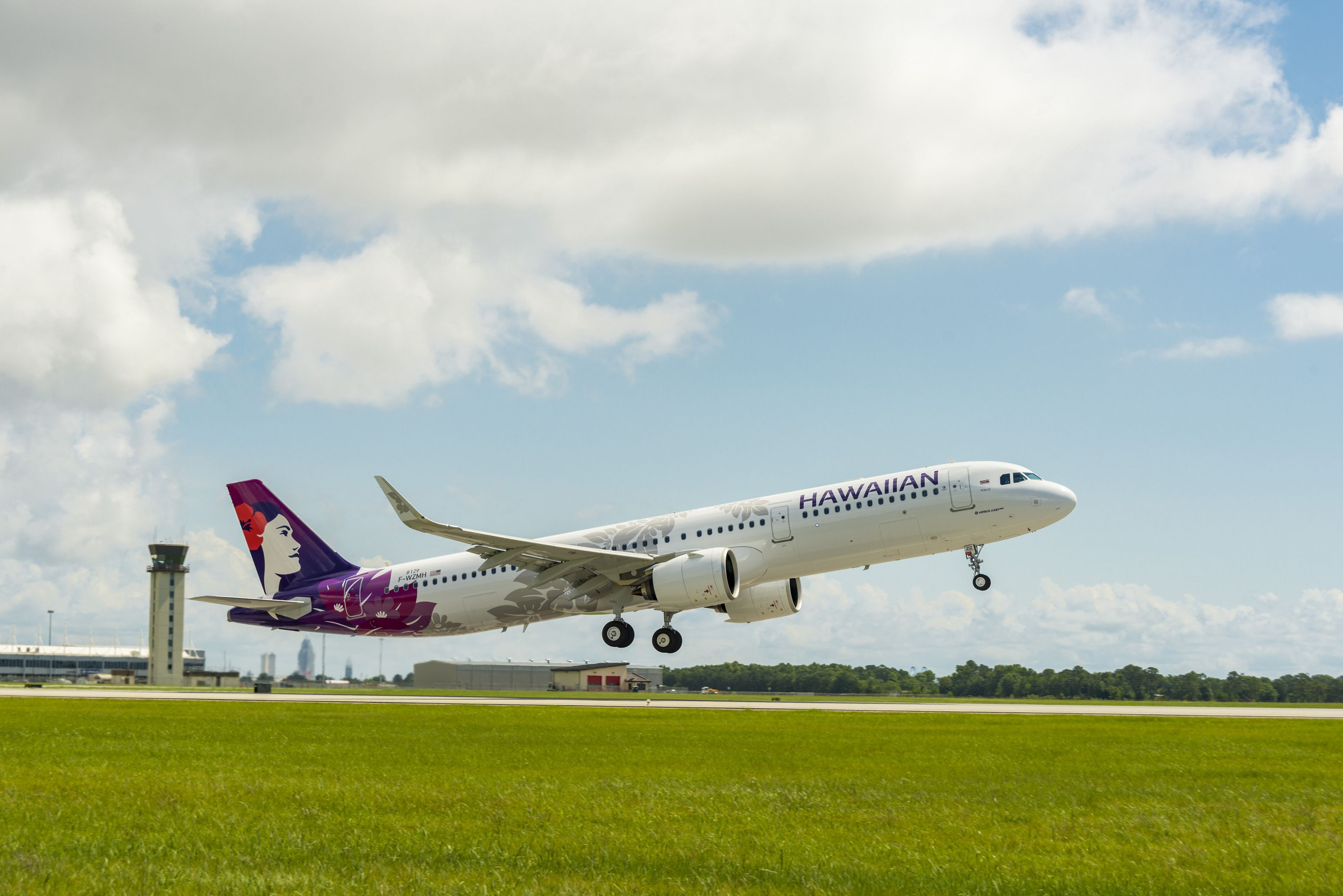 Hawaiian Airlines to Offer Drive-Through, Pre-Flight COVID-19 Screening