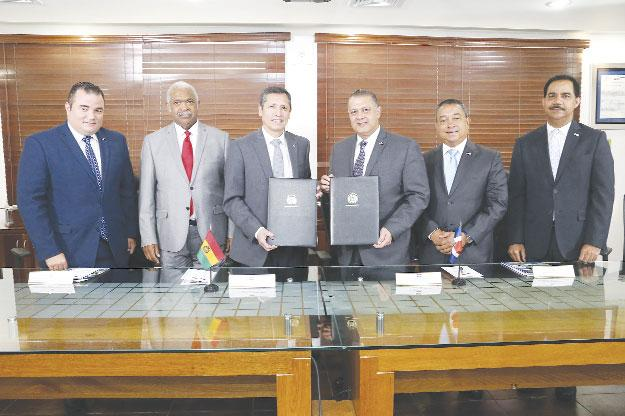 República Dominicana formará a personal aeronáutico de Bolivia