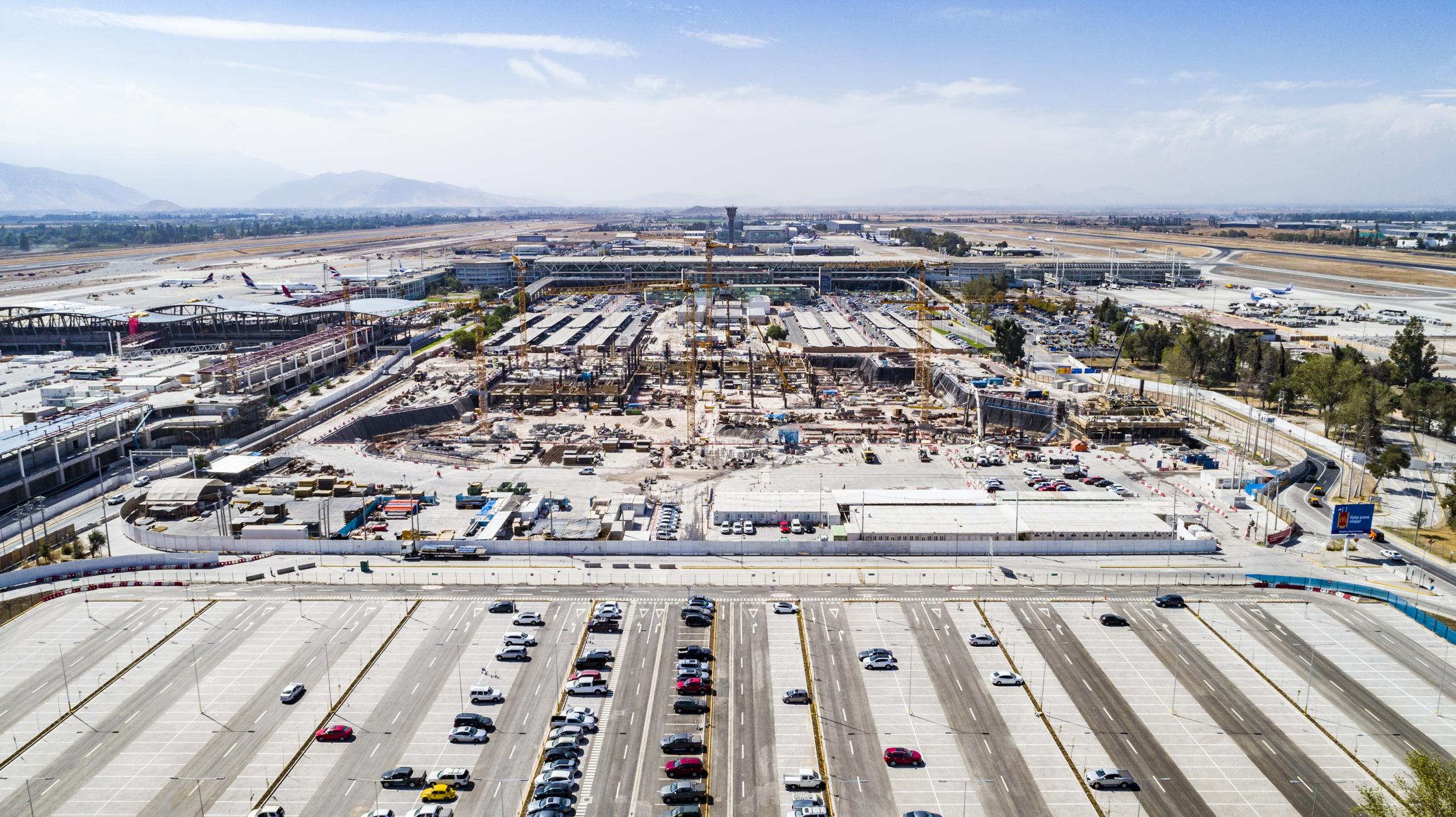 Entregan 14 obras menores de ampliación del Aeropuerto de Santiago