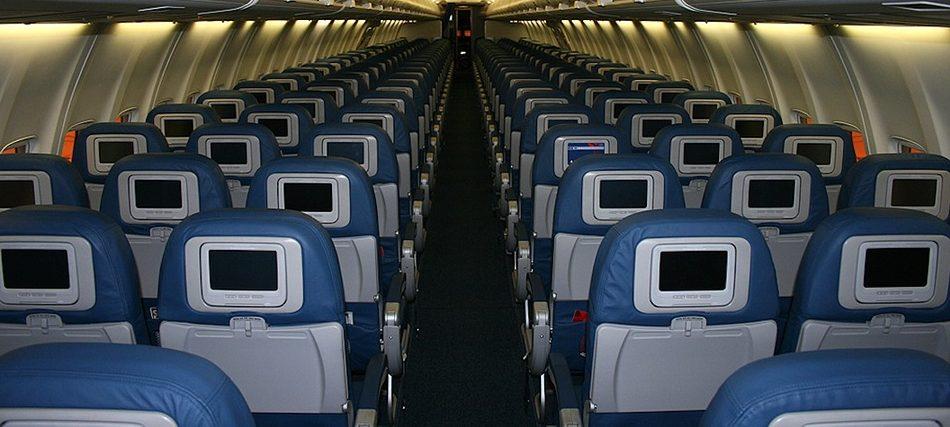 FAA rechaza nuevas reglas para asientos en aviones
