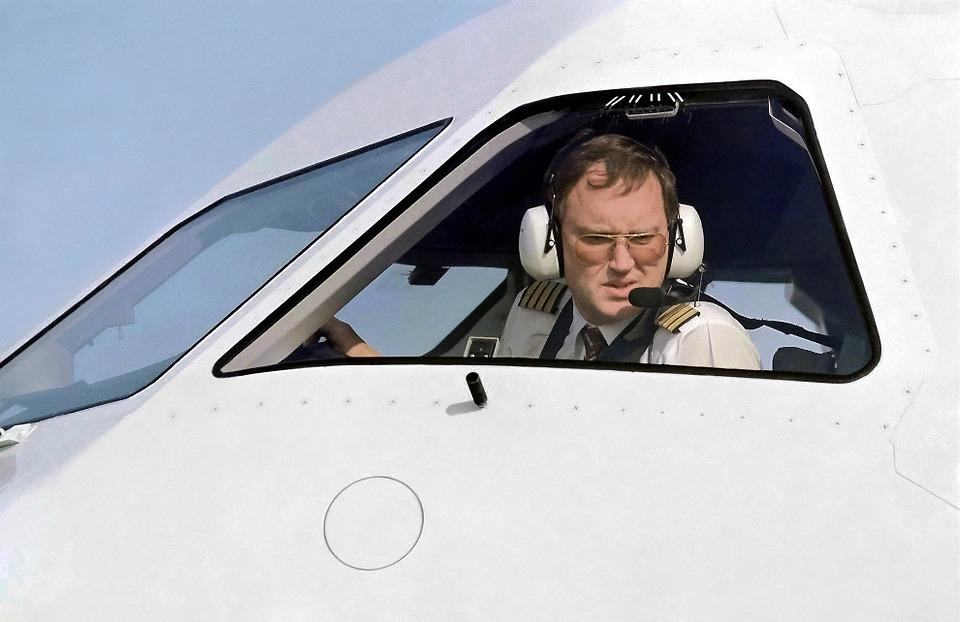 Pilotos recomiendan sólo una terminal aérea, 'no es funcional tener aeropuertos alternos'