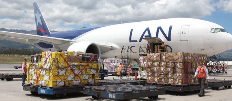 La movilización de carga aérea crece un 22,9% al mes de