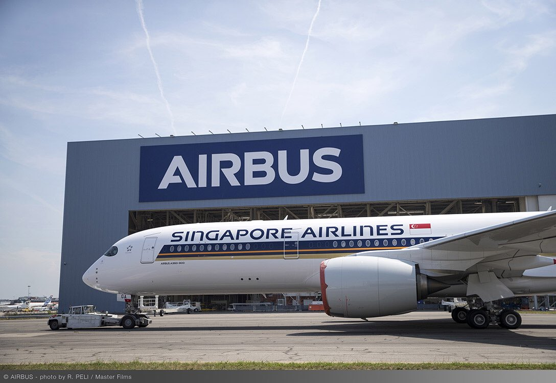 Airbus muestra primer A350 XWB totalmente pintado