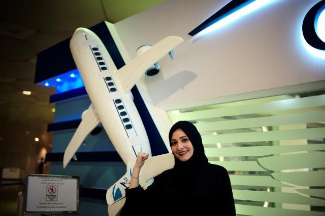 Academia de aviación saudí abre puertas a mujeres