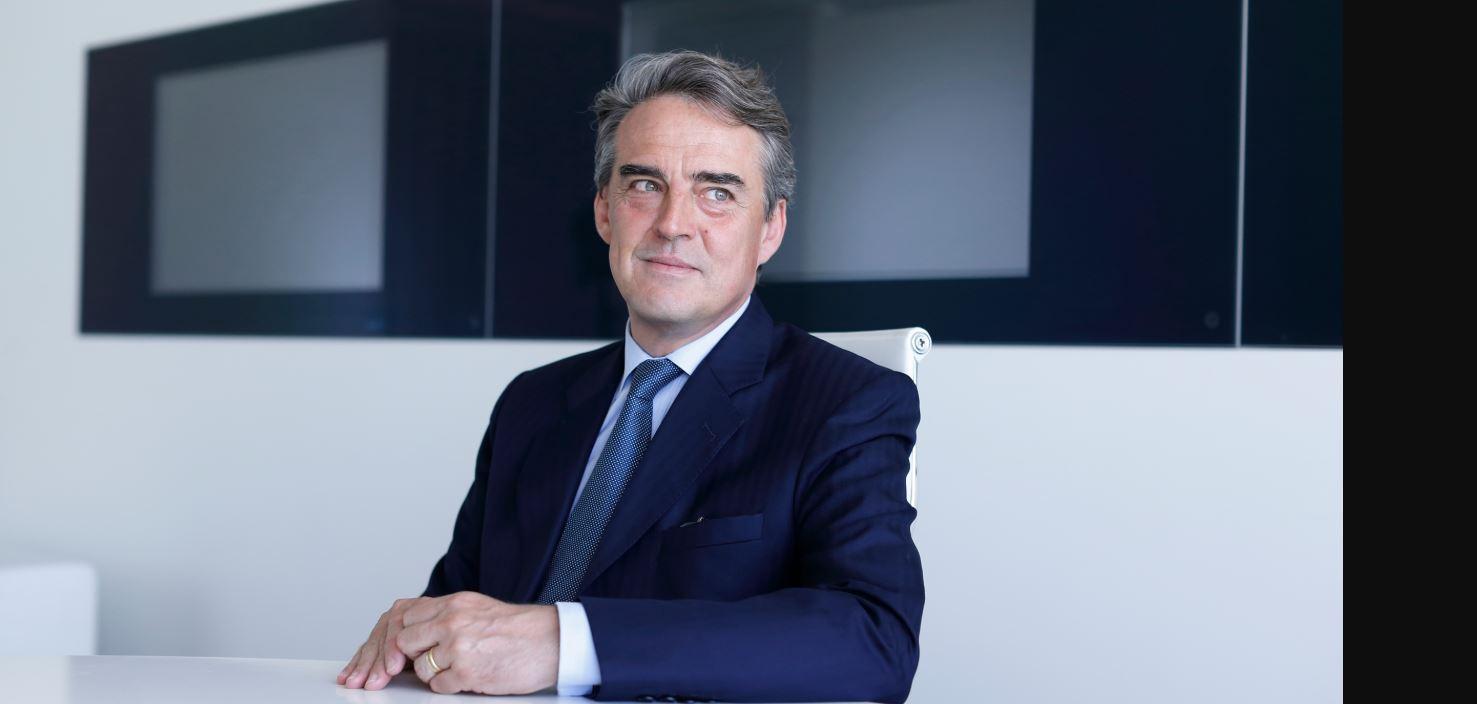 CEO da IATA defende fim da política de paridade de importação para combustível que impacta os custos da aviação no Brasil