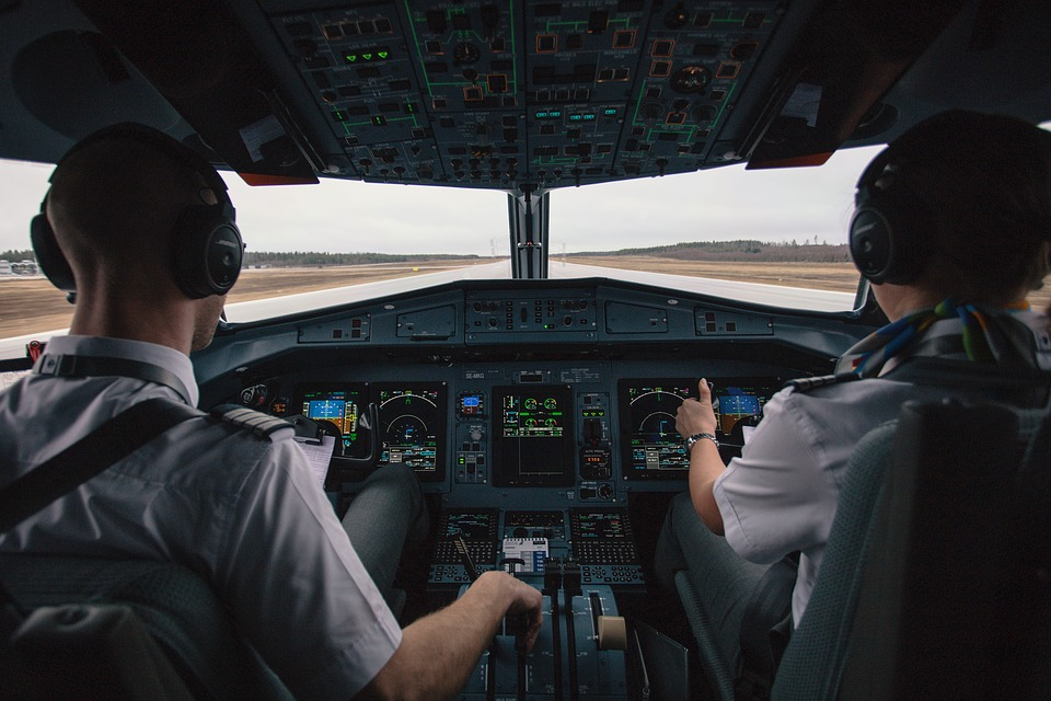 Vueling y Air Europa se suman a Iberia en la búsqueda de pilotos para cubrir salidas y nueva producción