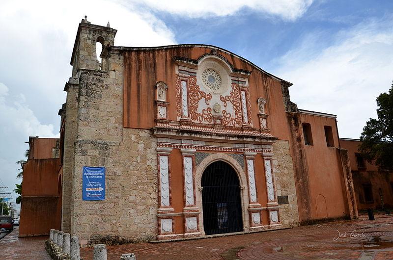 Ciudad Colonial entre barrios que sorprenden a los visitantes