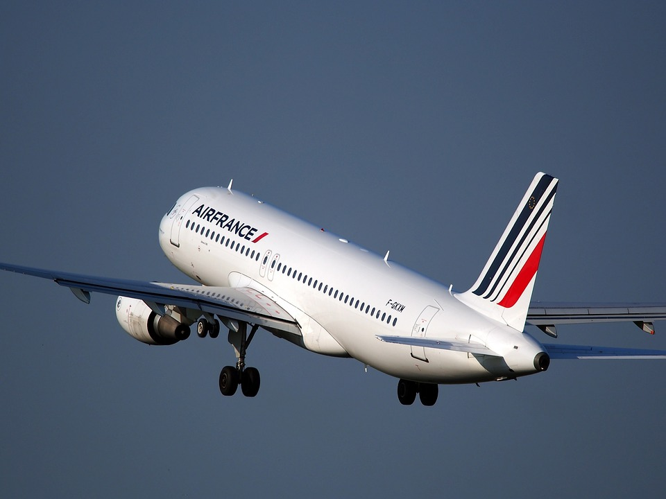Air France anuncia su nueva alianza con Booking.com