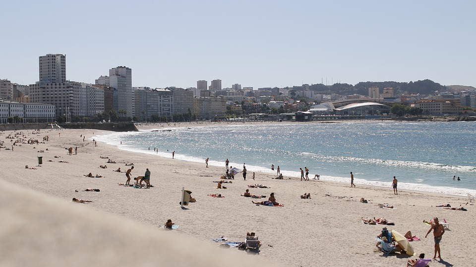 Las playas sin humo se extienden por España